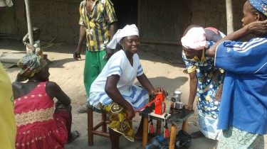 Women testing a manual oil expeller